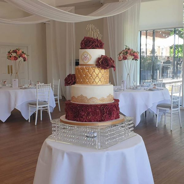 Touch of gold wedding cake